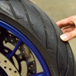 タイヤの点検の仕方を教えて!残溝・空気圧・劣化に気を付けよう