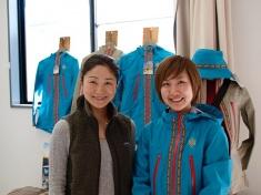 コバユリさんとa-flatバイヤーの仲田恵利花さん。彼女たちがこの地区のライダーを盛り上げてくれる
