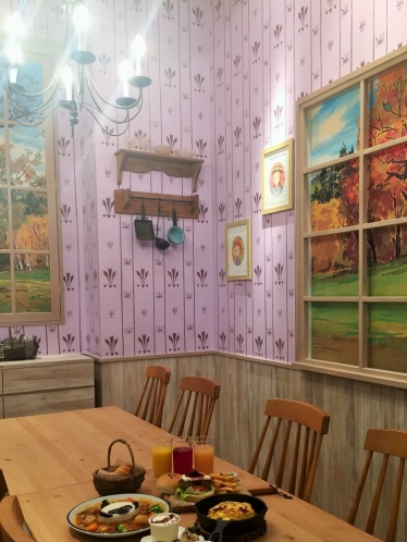 赤毛のアンがすごしたグリーン・ゲイブルズの一室をイメージしたパーティールーム