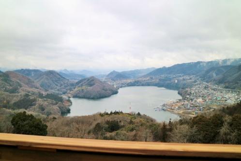 相模湖を一望できます。取材日はあいにくの天気でしたが、富士山が見える日もあるそう。展望台だけの利用も可能です