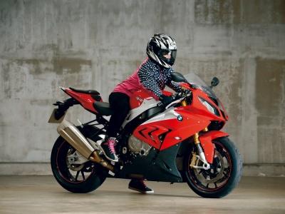 [女性ライダーの足つきチェック] S 1000 RR(2015年撮影)