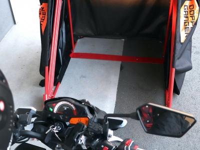 ドッペルギャンガーより、10秒で収納可能なバイク用簡易ガレージが登場です