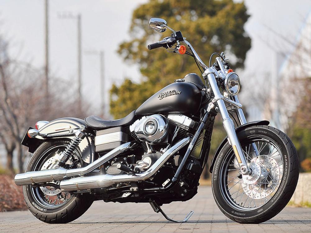 女性ライダーの足つきチェック fxdb street bob 2012年撮影 バイク