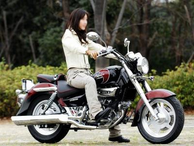 [女性ライダーの足着きチェック] GV250 (2009年撮影)