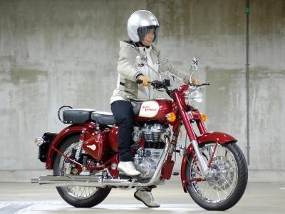 [女性ライダーの足着きチェック] CLASSIC 350 (2011年撮影)