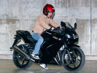 [女性ライダーの足つきチェック] Ninja250R(2008年撮影)