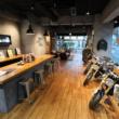 広~い店内でじっくりとバイクを見られます♪日本最大級のBMW Motorradディーラーが、東京都・世田谷区にオープン