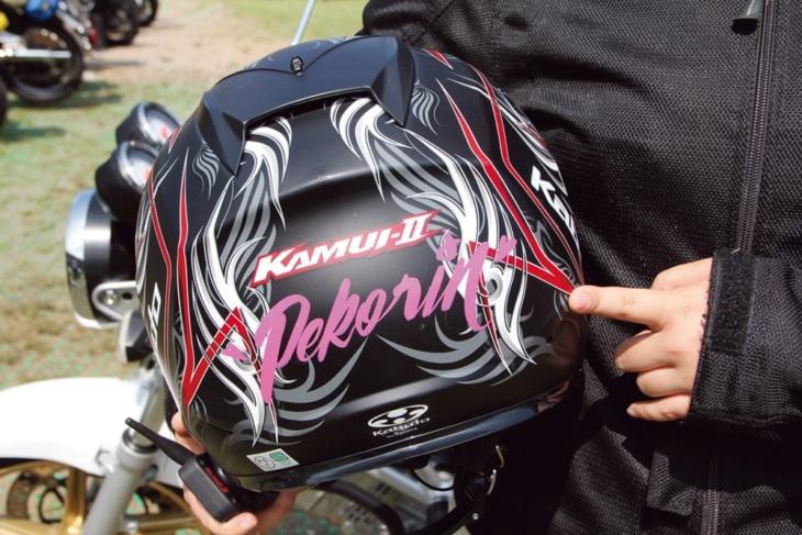 ヘルメットはピンストライパーさんに名前を書いてもらったオンリーワン