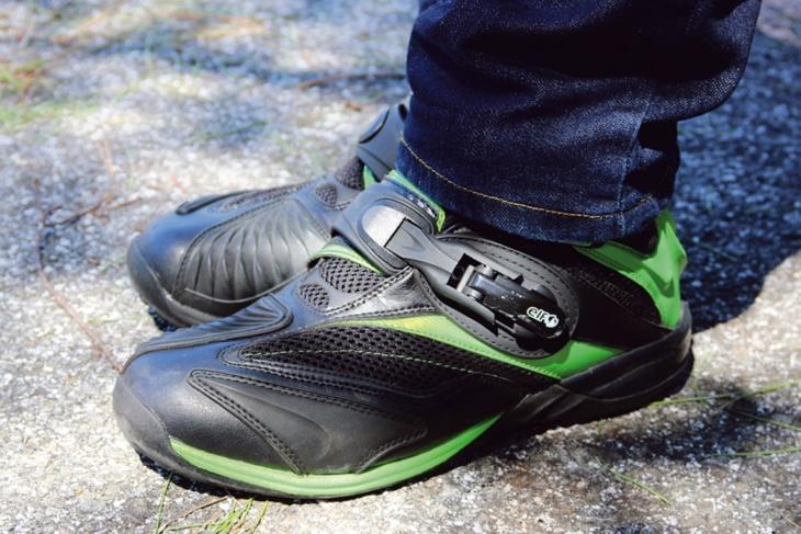 バイクと同じカラーリングにひかれて買ったエルフのブーツ
