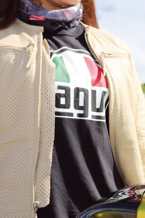 agvヘルメットに合わせて、Tシャツもagv!