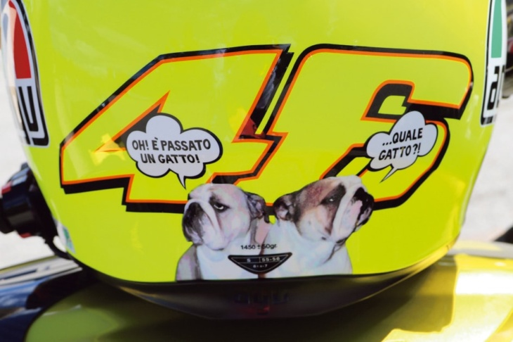 ヴァレンティーノ・ロッシと犬が大好きなので、このヘルメットは最高の組み合わせ
