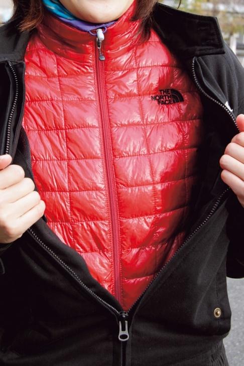ノースフェイスのライトダウンを着込む。上着とクツは温かそうだけど…パンツに問題が?
