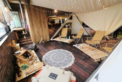 初めてでも気軽に、安全にキャンプの疑似体験できるカフェ「ogawa GRAND lodge CAFE」がオープン♪