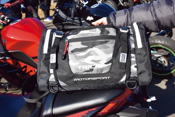 荷物は全部RSタイチのヒップバッグに。ペットボトルも入る大きさで便利