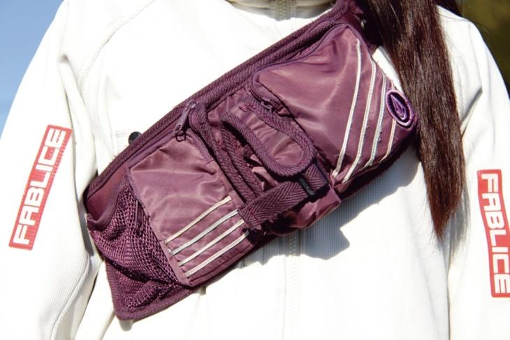 スキーウエアブランド・ボルコムのバッグ。防水仕様なスノボアイテムとの兼用多し