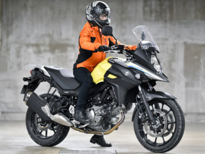 [女性ライダーの足つきチェック] V-STROM650 ABS(2019年撮影)