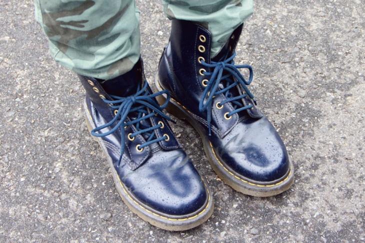 やはり青! フィットして履きやすく厚底なので足つきもよくなるのがうれしい