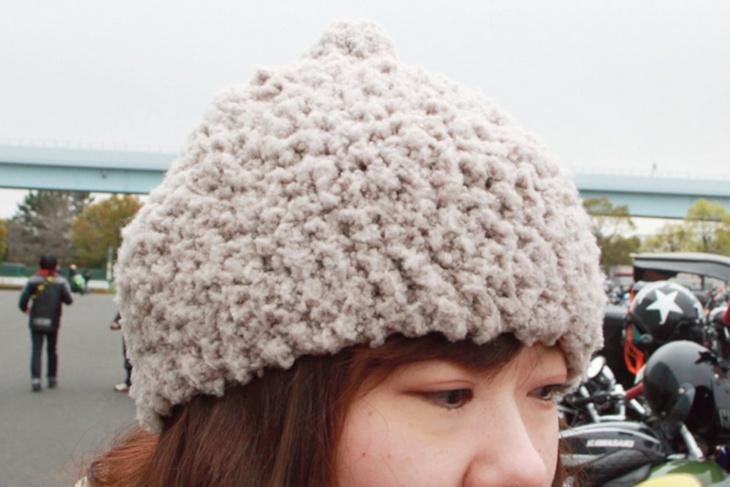 自分で手編みしたニット帽は見ためがかわいく暖かい