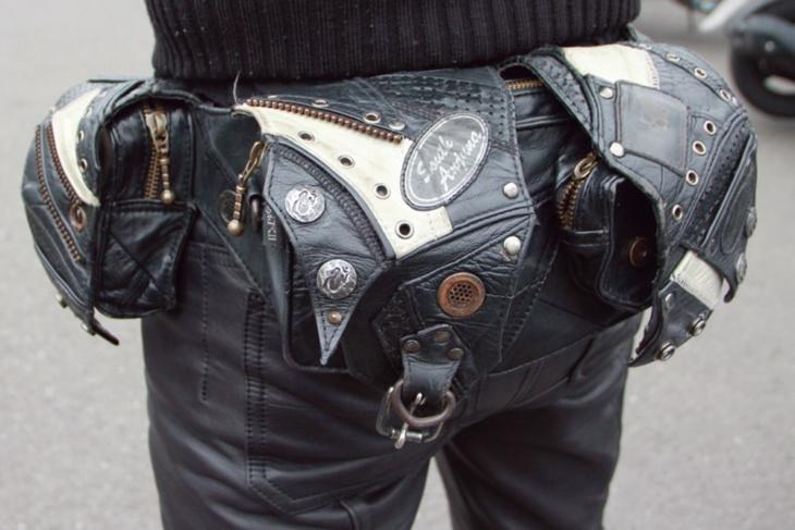 KMRiiのレザーのヒップバッグはハーレーとの相性もばっちり