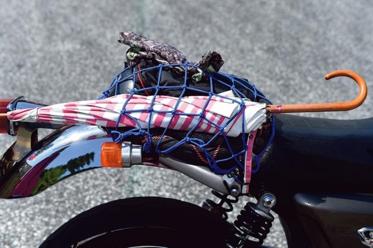 バイクから降りた際には日傘が必須