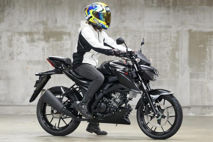 SUZUKI GSX-S125 ABS(2019年モデル)足つき 7:3ビュー