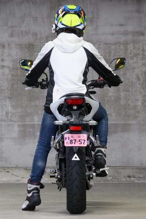 HONDA CBR125(2019年モデル)片足つき リヤビュー