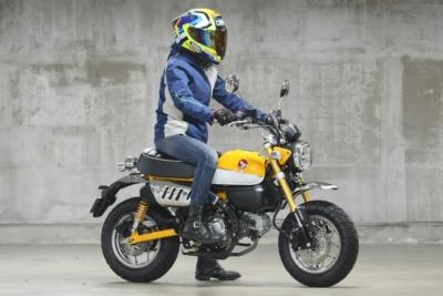 [女性ライダーの足つきチェック]MONEKY125 ABS(2020年撮影)