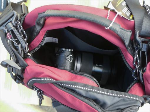 MaxFritz(マックスフリッツ)MFA-2203 ウエストバッグ・モンゴルⅢにカメラを入れた状態