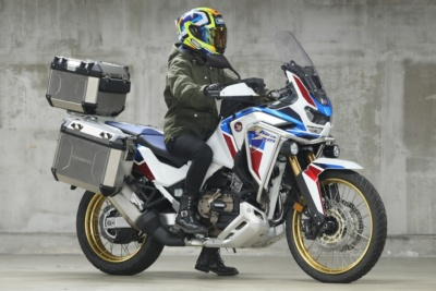 [女性ライダーの足つきチェック]CRF1100L Africa Twin Adventure Sports ES Dual Clutch Transmission(2020年撮影)