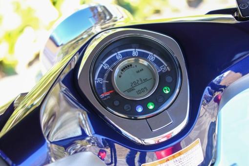 ホンダ スーパーカブC125 アナログメーターと液晶ディスプレイ