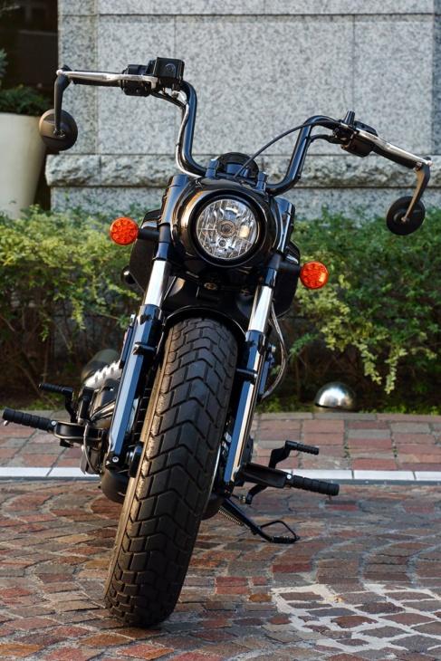 INDIAN MOTORCYCLE SCOUT BOBBER TWENTY フロントビュー