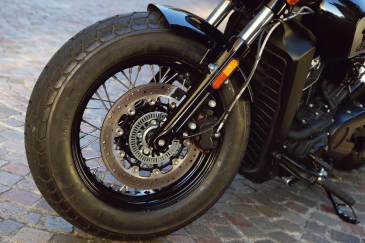 INDIAN MOTORCYCLE SCOUT BOBBER TWENTY フロント足まわり