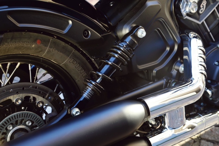 INDIAN MOTORCYCLE SCOUT BOBBER TWENTY リヤショック