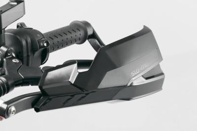 オンオフ問わずに装着可能なSW-MOTECHのハンドガードがオススメ♪