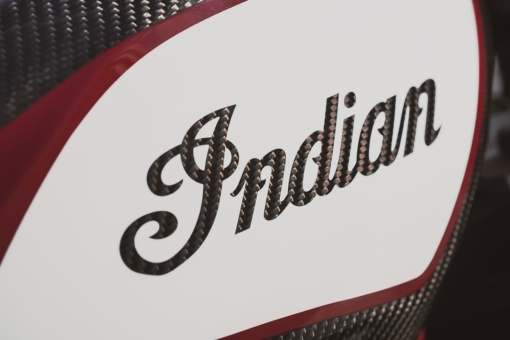 インディアンモーターサイクル 2020 FTR Carbon タンクのINDIANロゴ