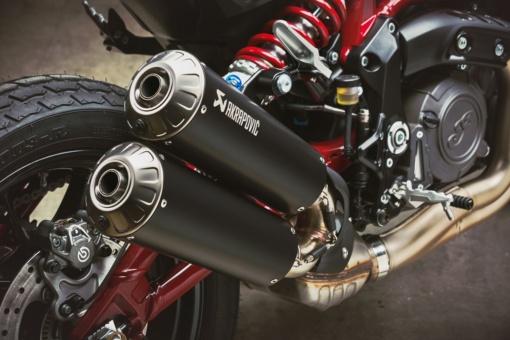 インディアンモーターサイクル 2020 FTR Carbonのアクラポビッチ製のローマウントエキゾースト