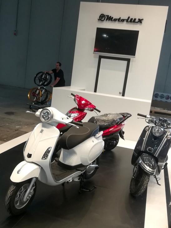 EICMA2019で中国企業から出展されたベスパに酷似したスクーター