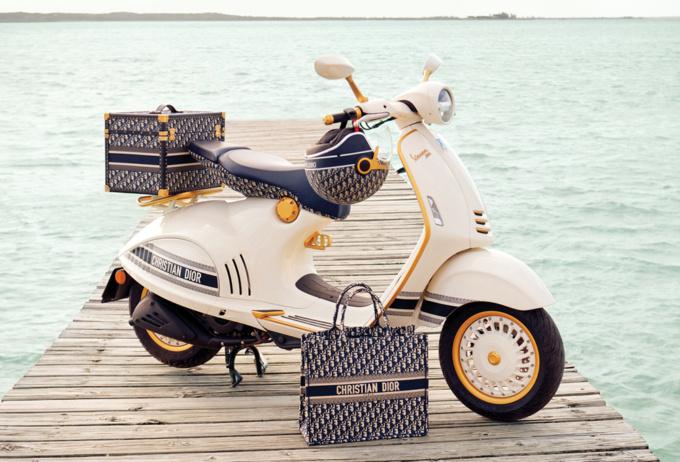 Dior & Vespa コラボスクーターとアクセサリー