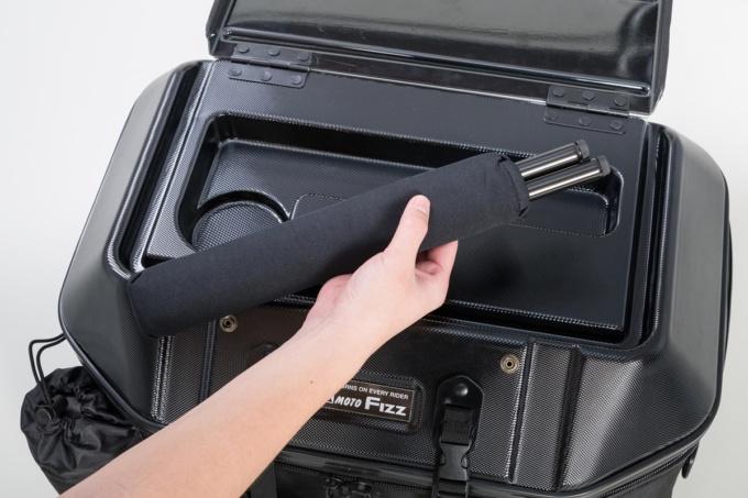 TANAX キャンプテーブルシートバッグからテーブルの脚部を取り出し