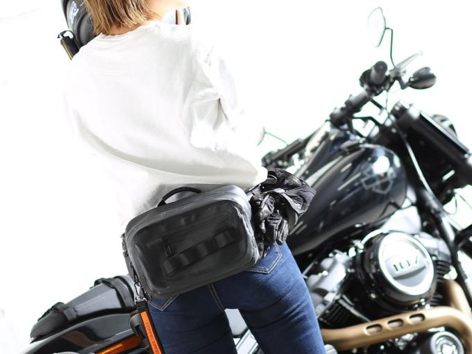 ドッペルギャンガー DBT600-BK ターポリンウエストバッグ 使用イメージ