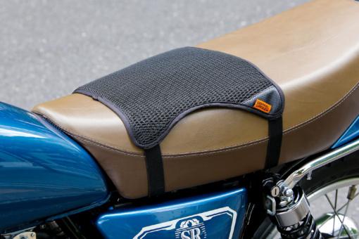 ドッペルギャンガー バイク用シートクッションセット メッシュクッションのみ装着した例