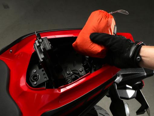 DOPPELGANGER ULヘルメットインエコリュック 収納時