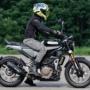 Husqvarna Motorcycles Svartpilen 401 ライディングポジション