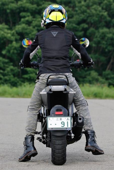 Husqvarna Motorcycles Svartpilen 401 足つき性