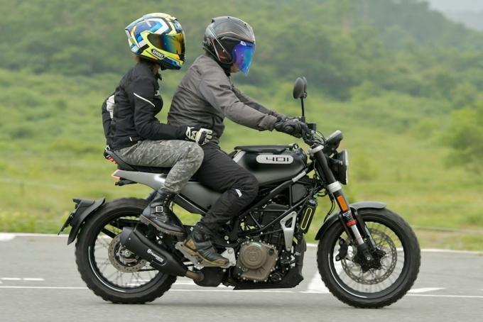 Husqvarna Motorcycles Svartpilen 401 タンデム(タンデマー目線)