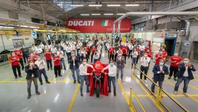 """DUCATIが前後レーダーセンサー搭載した世界初のモーターサイクルとして""""ムルティストラーダV4""""を生産開始"""