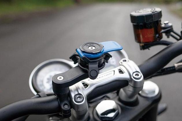 Quad Lock®(クアッドロック) QLA-VDM スマホ用振動吸収ダンパー装着イメージ