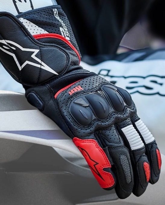 SP-2 V3 LEATHER GLOVE 装着イメージ