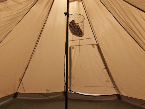 DOD キャンプタマイーレをテント内で小物入れとして使っている様子