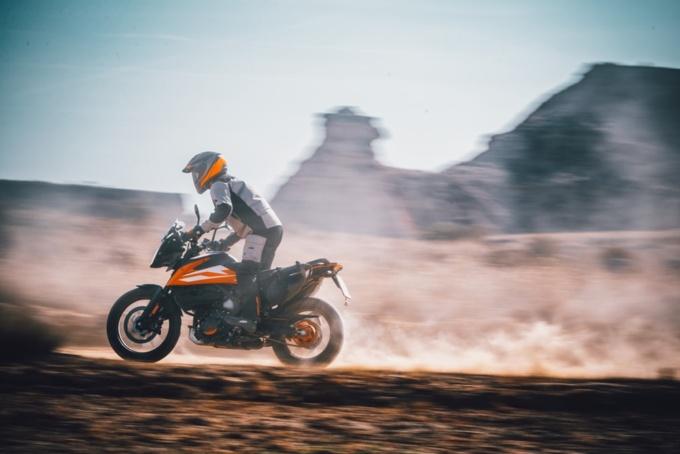 "KTM ""250 ADVENTURE""走行イメージ"
